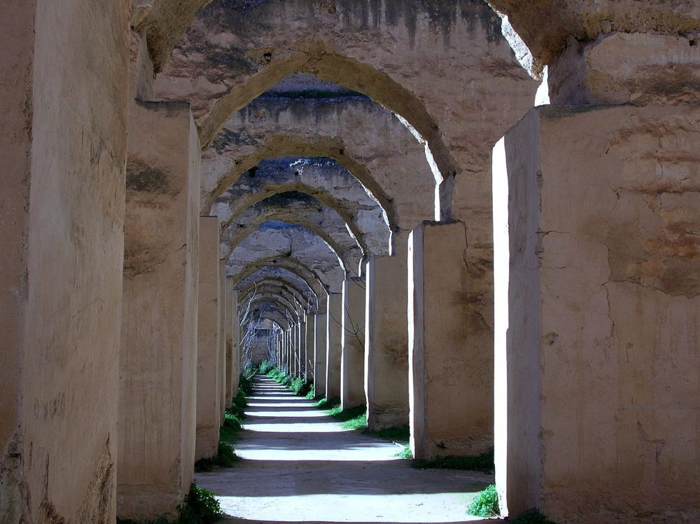 1280px-Royal_stables,_Meknes.jpg