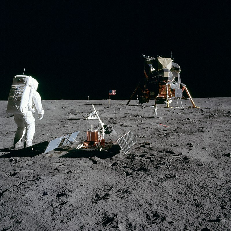 800px-Aldrin_Looks_Back_at_Tranquility_Base_-_GPN-2000-001102